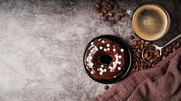 Вид сверху пончик с глазурью