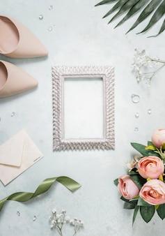 テーブルの上の結婚式のアクセサリー