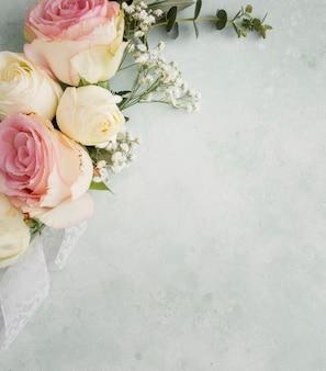 コピースペースのエレガントな花飾り