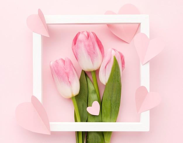 Рамка с букетом тюльпанов