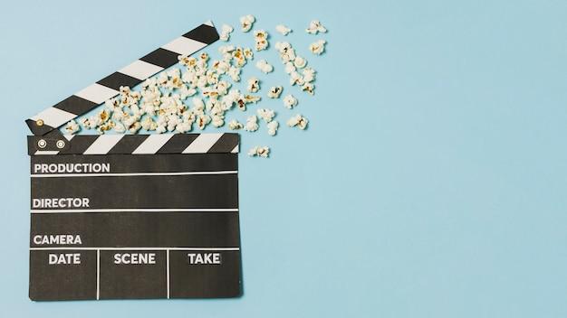 コピースペースの映画スレートとポップコーン