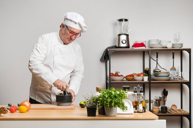 キッチンのローアングルシェフ