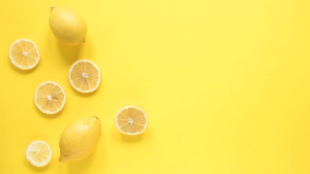 Вид сверху органический лимон с копией пространства