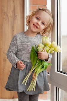 花とローアングルかわいい女の子