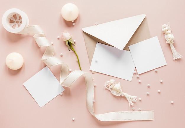 Плоская планировка элегантного свадебного приглашения