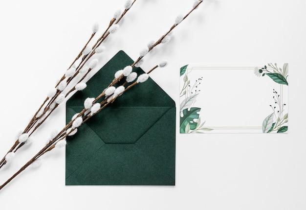 綿の枝を持つウェディングカード