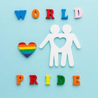 切り抜き紙のカップルの人々の世界の誇り