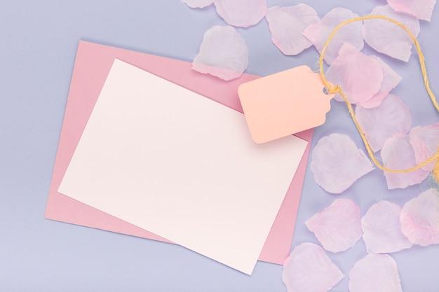 空のカードと封筒とキンセアネーラの品揃え