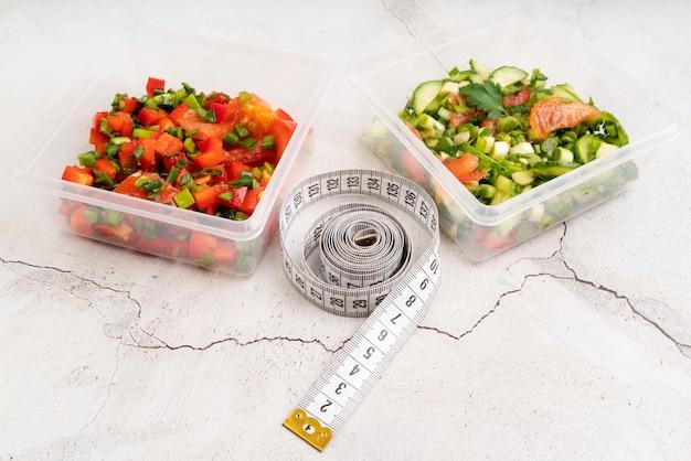 Высокий угол концепции еды на столе марбе