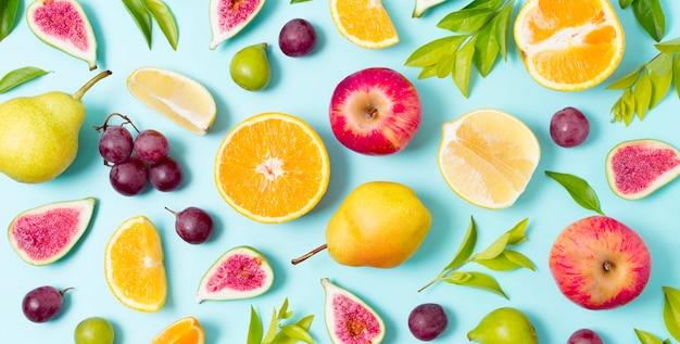 Вид сверху набор свежих фруктов и овощей