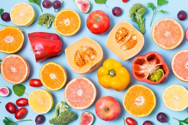 Вид сверху выбор овощей и фруктов