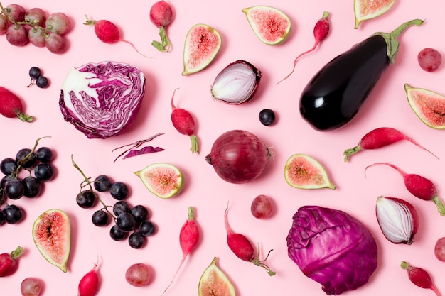 Вид сверху ассортимент свежих овощей и фруктов