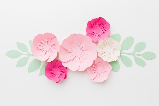 美しい花の紙飾り