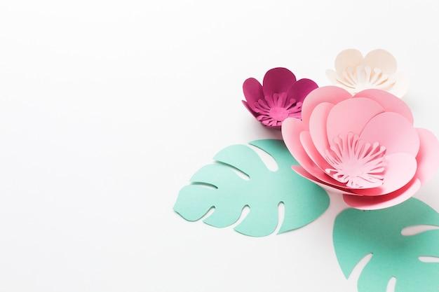 コピースペースのエレガントな花の紙の装飾