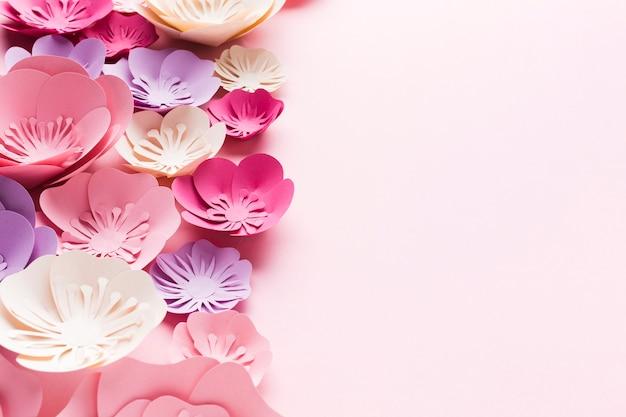 コピースペースの美しい花の紙の装飾
