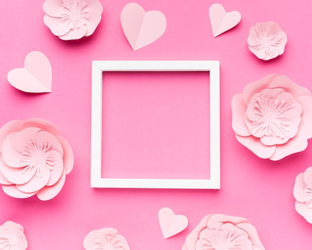 Рамка с бумажными цветами