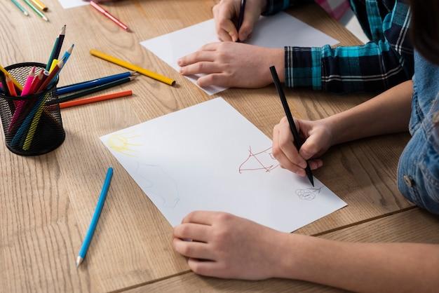 Крупный план детской раскраски