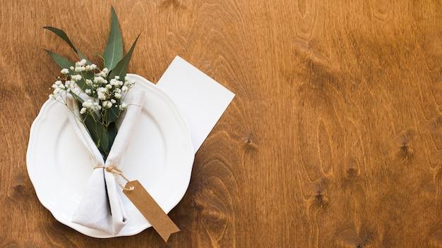 コピースペースの結婚式のテーブルの配置