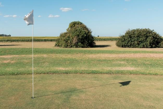 屋外の高角度のゴルフ場