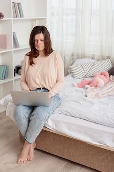 Мать с ребенком дома