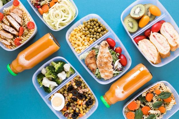 Вкусная еда на синем фоне