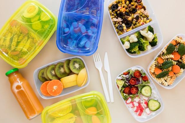 Плоская планировка продуктов питания в контейнерах