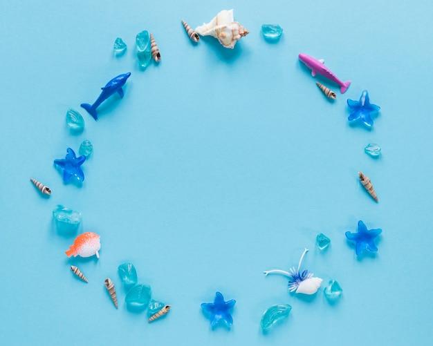 円の魚の置物のフラットレイアウト