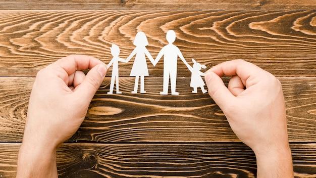 木製の背景に家族の概念のための創造的な配置