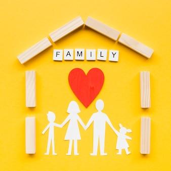 黄色の背景に家族の概念のための構成