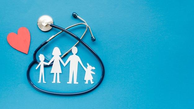 トップビューコピースペースを持つ家族の概念の創造的な配置