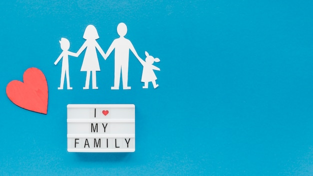 コピースペースを持つ家族の概念のフラットレイアウトの創造的な配置