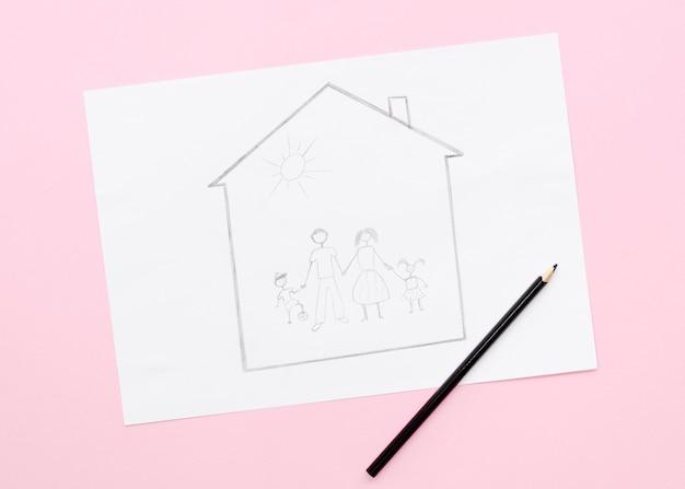 ピンクの背景に描くかわいい家族の概念