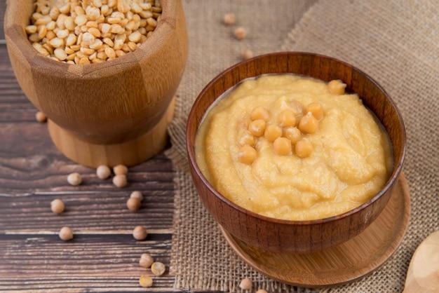 ビーガンひよこ豆のクリームスープの高いビュー