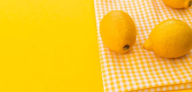 Высокий угол лимонная рамка