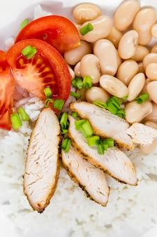 米と肉とトマトの豆の高角度
