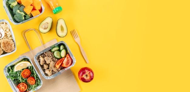 食事とコピースペースのキャセロールのフラットレイアウト