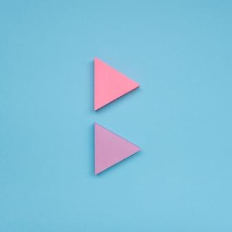 テーブルの淡いピンクの矢印