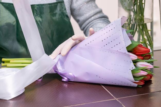 Букет крупным планом с цветами тюльпанов