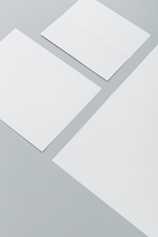 Большой угол разных размеров брошюр