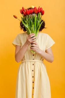 花で女性カバー顔