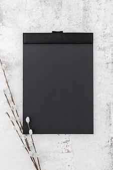 Плоская планировка пустой бумаги меню с цветами