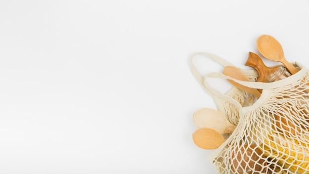 木製のスプーンで再利用可能なバッグのフラットレイアウト