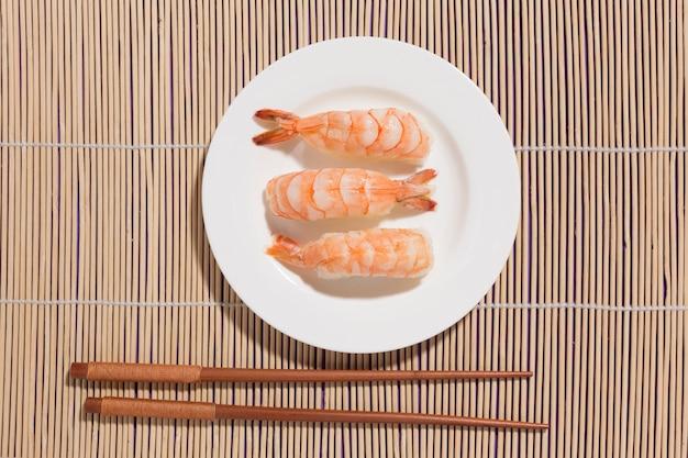 箸でトップビュー美味しいお寿司