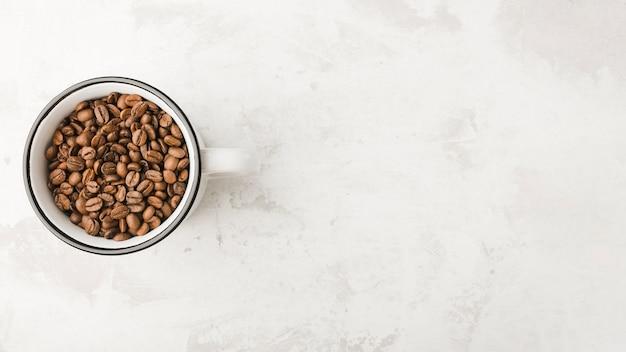 トップビューローストコーヒー豆とコピースペース