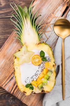 Салат из фруктов в половине ананаса
