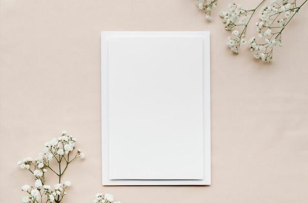 空白の結婚式の招待状のトップビュー