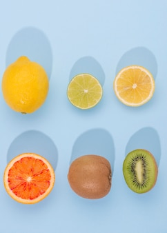 テーブルの上のトップビュー有機果物