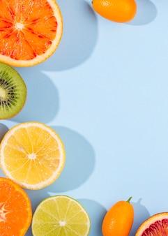 コピースペース付きのオーガニックフルーツのトップビューの選択