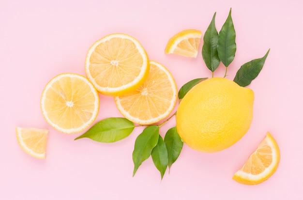 テーブルの上のトップビュー新鮮なレモン