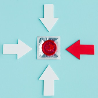 Организация концепции контрацепции на синем фоне